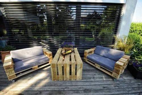 meuble-palette-bois-terrasse-ensemble-fauteuils-roulettes-table-basse-1